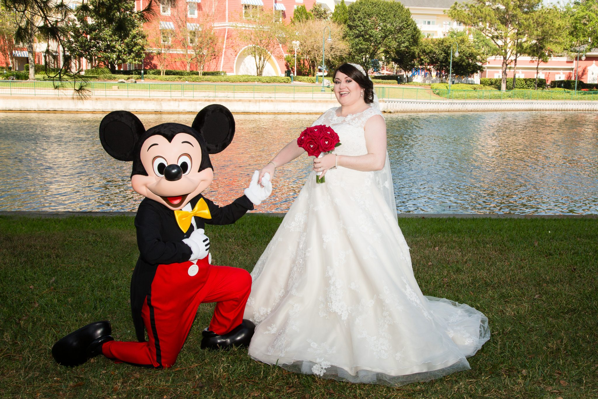 Swan And Dolphin Disney Wedding Laura Kevin: Mickey Mouse Wedding Dress At Reisefeber.org