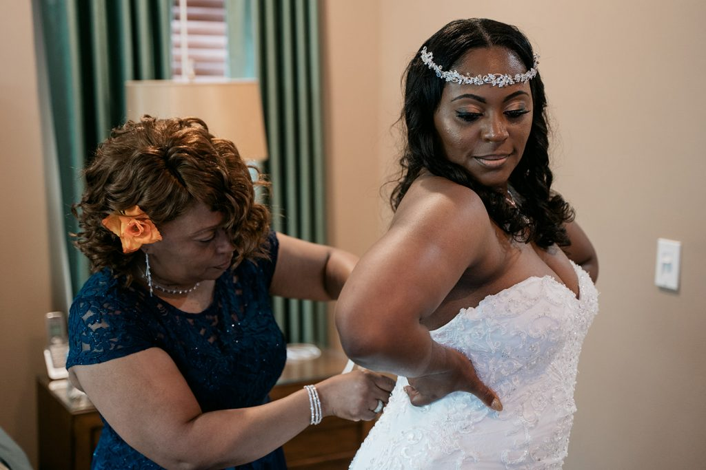 April Wedding - Just Marry Weddings - Rodney Husbands Photography - Getting Ready