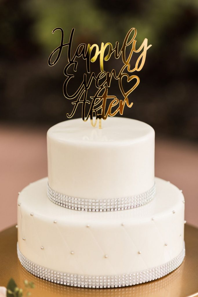 Blush and Gold Wedding - Just Marry Weddings - Allie and Joey Photography - Wedding Cake