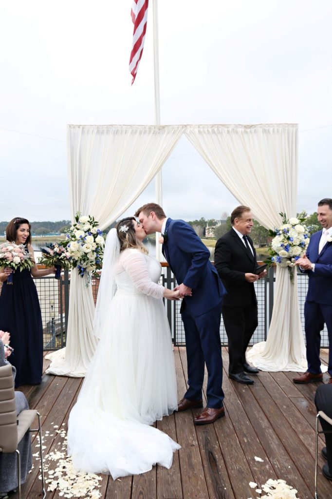 January Wedding - Just Marry Weddings - Regina Hyman Photo - Paddlefish - First Kiss