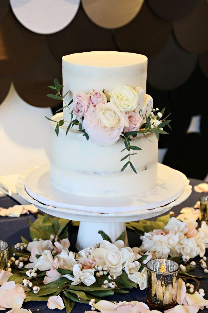 January Wedding - Just Marry Weddings - Regina Hyman Photo - Paddlefish - Wedding Cake