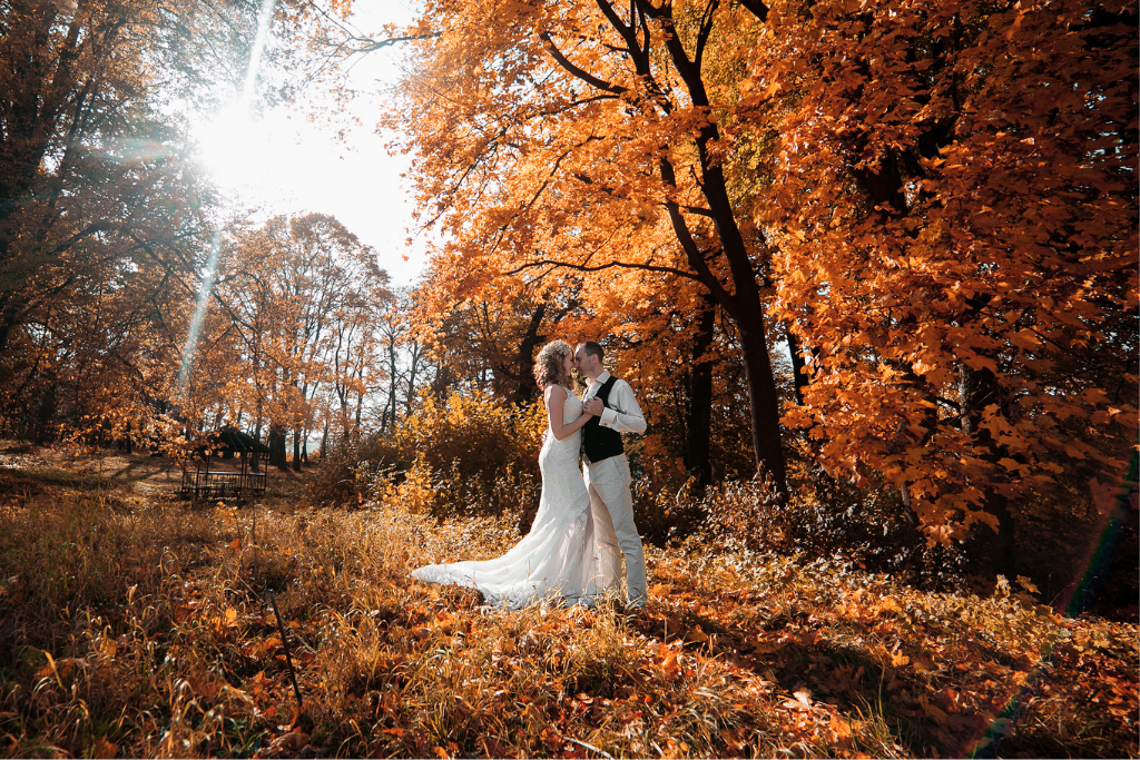 8 Beautiful and Fun Small Wedding Ideas for Fall | Discovering
