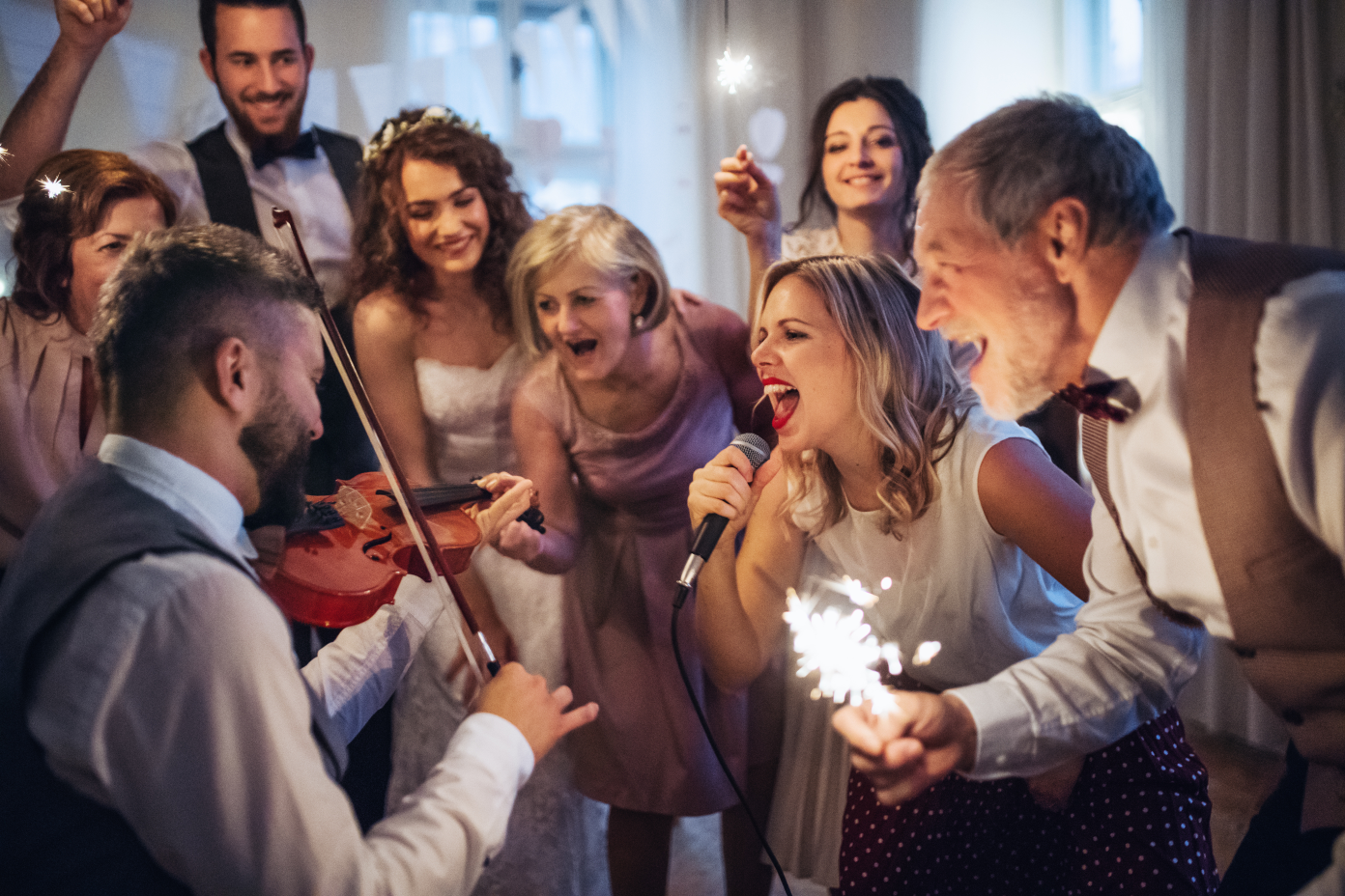 6 Wedding Ideas for Guests They're Going to Love | Analyzing