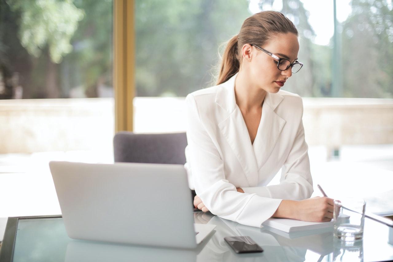 What Does a Wedding Planner Do vs. a Wedding Designer   Organizing